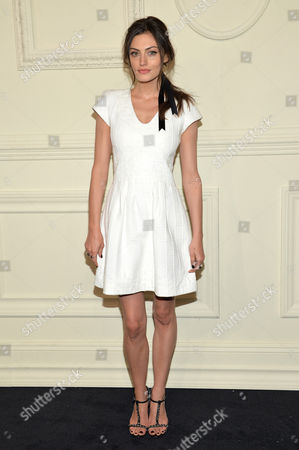 Isabella Manfredi arrives at the CHANEL Paris-Salzburg 2014/15 Metiers d'Art Collection fashion show at the Park Avenue Armory, in New York