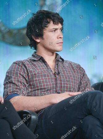 """Bob Morley participates in the """"The 100"""" panel discussion at the CW Winter 2014 TCA Press Tour, Wed, in Pasadena, Calif"""