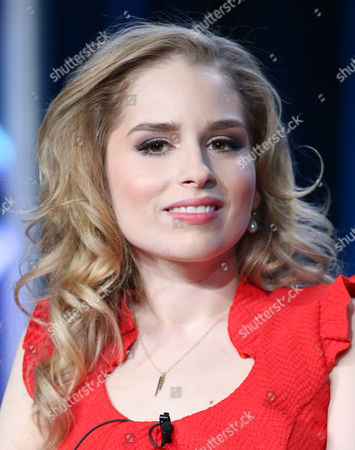 """Allie Grant participates in the """"Suburgatory"""" panel discussion at the Disney/ABC Winter 2014 TCA Press Tour on in Pasadena, Calif"""