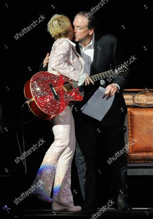 Mike Huckabee kisses Lorrie Morgan as she takes the stage at the George Jones Tribute - Playin' Possum: The Final No Show, on at the Bridgestone Arena in Nashville, Tenn