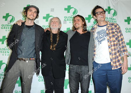 From left, musicians Jacob Micah Nelson, Willie Nelson and Lukas Nelson and actor Johnny Knoxville arrive at Global Green USA's 10th Annual Pre-Oscar Party at the Avalon, on in Los Angeles