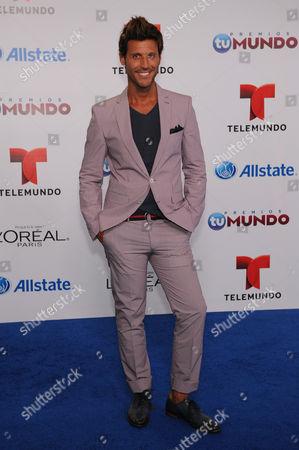 Quique Usales attends Telemundo's Premios Tu Mundo Awards at American Airlines Arena on in Miami, Florida