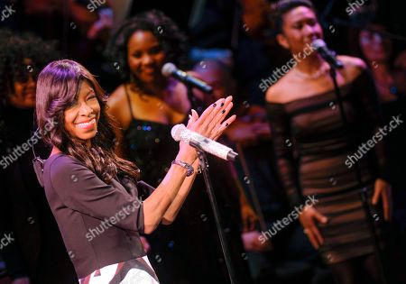 """Singer Natalie Cole performs at """"An Evening of SeriousFun Celebrating the Legacy of Paul Newman"""", hosted by the SeriousFun Children's Network at Avery Fisher Hall, in New York"""