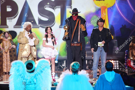 "Bill Freitag from Arizona, dressed as an Invisible Cowboy, accepts the Jackie award for ""Blast from the Past"" from host Kenan Thompson, left, Ryan Newman, second from left, and Todd Newton, right, at ""Hub Network's First Annual Halloween Bash"", at the Barker Hanger in Santa Monica, Calif. The star-studded special will be broadcasted on the Hub Network on Saturday Oct. 26, 2013"