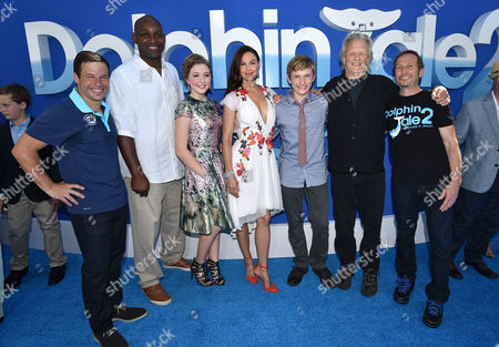 """Producer Andrew Kosove, Producer Broderick Johnson, Cozi Zuehlsdorff, Ashley Judd, Nathan Gamble, Kris Kristofferson and Producer Richard Ingber seen at the Los Angeles Premiere of Warner Bros. Pictures' and Alcon Entertainment's """"Dolphin Tale 2"""" held at the Regency Village Theatre, Westwood, Calif"""