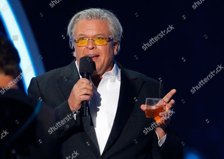 Ron White introduces a performance by Jason Aldean at the CMT Music Awards at Bridgestone Arena, in Nashville, Tenn