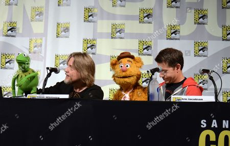 "Kermit the Frog, left, puppeteer Steve Whitmire, Fozzie the Bear, and puppeteer Eric Jacobson attend ""The Muppets"" panel on day 3 of Comic-Con International, in San Diego"