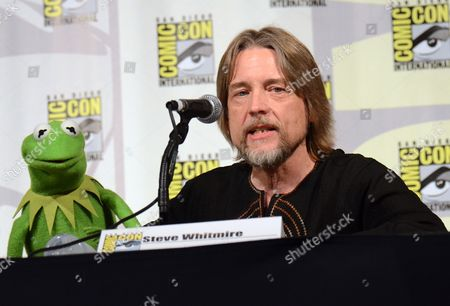 "Kermit the Frog, left, and puppeteer Steve Whitmire attend ""The Muppets"" panel on day 3 of Comic-Con International, in San Diego"