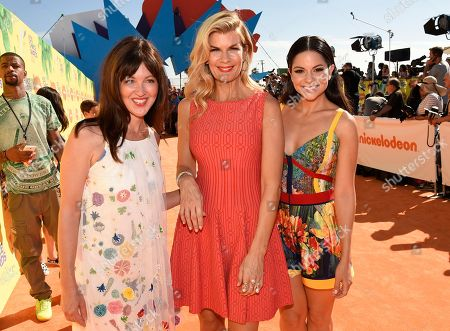 Whitney Goin, from left, Mia Matthews, and Melissa Carcache arrive at Nickelodeon's 28th annual Kids' Choice Awards at The Forum, in Inglewood, Calif