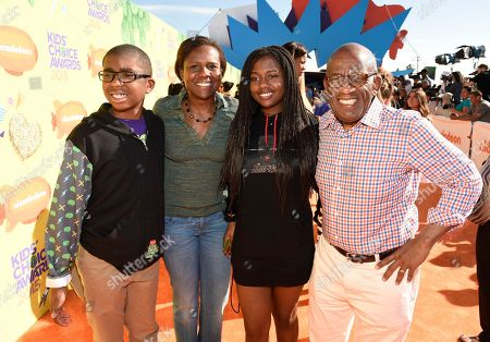 Al Roker, right, and from left, Nicholas Roker, Deborah Roberts and Leila Roker arrive at Nickelodeon's 28th annual Kids' Choice Awards at The Forum, in Inglewood, Calif