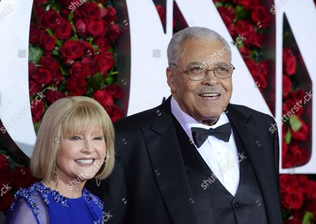 Cecilia Hart, left, James Earl Jones arrive at the Tony Awards at the Beacon Theatre, in New York