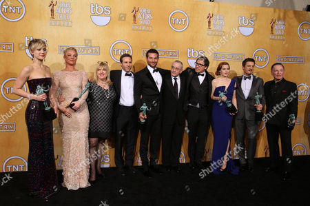 From left, Jennifer Lawrence, Elisabeth Rohm, Colleen Camp, Alessandro Nivola, Bradley Cooper, Robert De Niro, David O. Russell, Amy Adams, Jeremy Renner and Paul Herman pose in the press room with the award for outstanding performance by a cast in a motion picture for American Hustle at the 20th annual Screen Actors Guild Awards at the Shrine Auditorium, in Los Angeles