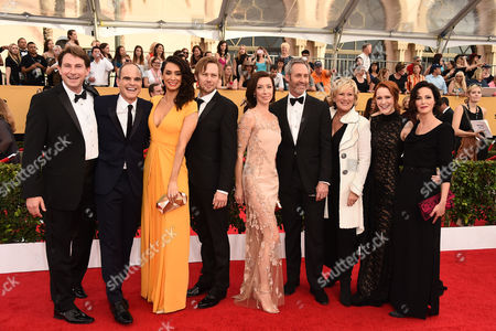 Derek Cecil, from left, Mozhan Marno, Jimmi Simpson, Michael Kelly, Molly Parker, Michael Gill, Jayne Atkinson, Rachel Brosnahan, and Joanna Going arrives at the 21st annual Screen Actors Guild Awards at the Shrine Auditorium, in Los Angeles