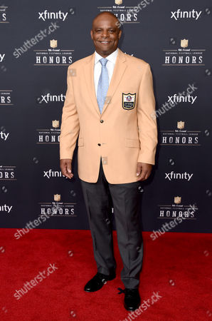 Former NFL player Warren Moon arrives at the 4th annual NFL Honors at the Phoenix Convention Center Symphony Hall on