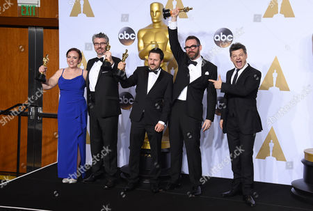 Andy Serkis, right, poses with Sara Bennett, from left, Mark Ardington, Paul Norris and Andrew Whitehurst, winners of the award for best visual effects for Ex Machina, in the press room at the Oscars, at the Dolby Theatre in Los Angeles