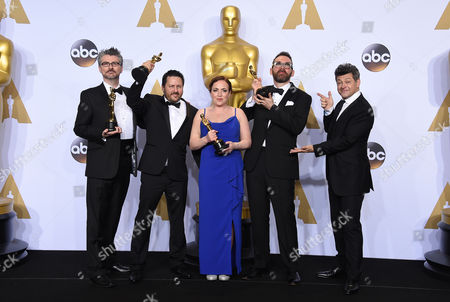 Andy Serkis, right, poses with Mark Ardington, from left, Paul Norris, Sara Bennett and Andrew Whitehurst, winners of the award for best visual effects for Ex Machina, in the press room at the Oscars, at the Dolby Theatre in Los Angeles