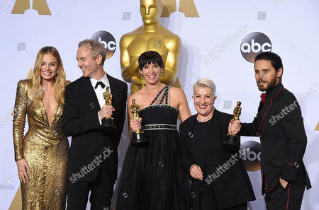 Margot Robbie, left, and Jared Leto, right, pose in the press room with Damian Martin, from left, Lesley Vanderwalt and Elka Wardega, winners of the award for best makeup and hairstyling for Mad Max: Fury Road, at the Oscars, at the Dolby Theatre in Los Angeles