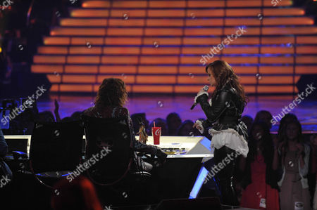 Skylar Laine, right, sings as Steven Tyler looks on at the American Idol Finale on in Los Angeles