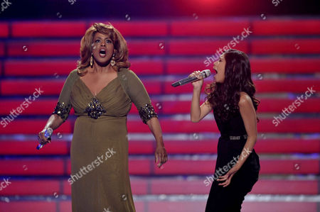 Jennifer Holliday, left, and finalist Jessica Sanchez perform onstage at the American Idol Finale on in Los Angeles