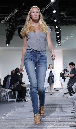 Maggie Rizer on the catwalk during rehearsals
