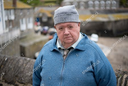(SR8: Ep3) - Ian McNeice as Bert Large.