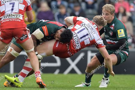 Leicester's Valentino Mapapalangi puts in a thumping tackle Gloucester's Ollie Thorley (11) - Aviva Premiership - 16/09/17 - Leicester Tigers v Gloucester Rugby - Round 3 - at Welford Road Leicester UK. Photo Credit; Tom Dwyer/Seconds Left Images
