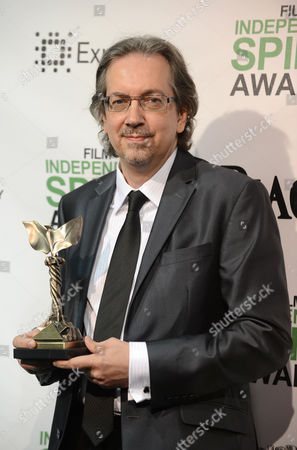 """Bob Nelson poses in the press room with his award for best first screenplay for """"Nebraska"""" at the 2014 Film Independent Spirit Awards,, in Santa Monica, Calif"""
