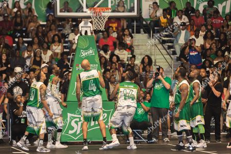 Rotimi, from left, Snoop Dogg, Doug Christie, The Game, and Floyd Mayweather play at the BET Experience - Sprite celebrity basketball game held at the Los Angeles Convention Center on