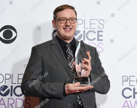 Matt Bellassai poses in the press room with the award for favorite social media star at the People's Choice Awards at the Microsoft Theater, in Los Angeles