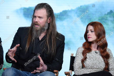 """Ryan Hurst, left, and Gillian Alexy participate in the panel for """"Outsiders"""" at the WGN America 2016 Winter TCA, in Pasadena, Calif"""