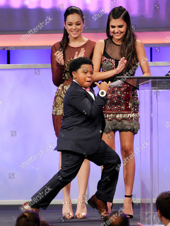 "Benjamin ""lil-P-Nut"" Flores Jr. accepts the award for best young actor/television for The Haunted Hathaways on stage at the 29th annual Imagen Awards at the Beverly Hilton Hotel, in Beverly Hills, Calif. Looking on from right Amber Montana and Hayley Orrantia"