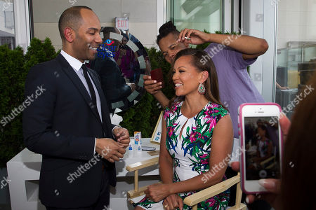 Renowned celebrity makeup artist Sam Fine demonstrates some of his secrets for beautiful eyes with award-winning actress and singer Vanessa Williams at a Clear Eyes event in New York City on