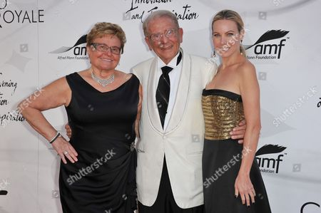 Claudia Mann, left Alfred Mann, and Cassandra Mann attend the Alfred Mann Foundation's Innovation and Inspiration Gala at the Barker Hangar, in Santa Monica, Calif