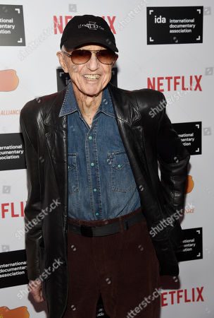 Cinematographer Haskell Wexler poses at the 2015 IDA Documentary Awards at Paramount Studios, in Los Angeles