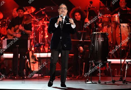 """Gilberto Santa Rosa and Gente de Zona perform """"Aguanile"""" at the Latin Recording Academy Person of the Year Tribute honoring Marc Anthony at the MGM Grand Garden Arena, in Las Vegas"""