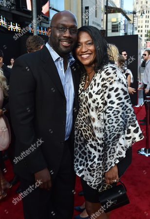 Richard T. Jones, left, and Nancy Jones arrive at the premiere of 'Hot Pursuit' at the TCL Chinese Theatre, in Los Angeles
