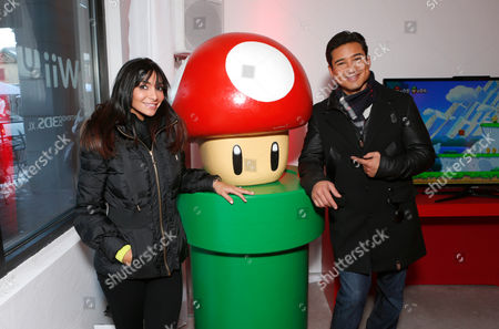 NINTENDO-Mario Lopez, left, and Courtney Laine Mazza warm up and check out Wii U at the Nintendo Lounge while playing New Super Mario Bros. U during a break from the Sundance Film Festival on in Park City, UT