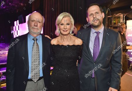 """James Burrows, from left, Laurie Burrows Grad and Nicholas Grad pose backstage at the 24th annual Alzheimer's Association """"A Night at Sardi's"""" at the Beverly Hilton hotel, in Beverly Hills, Calif"""
