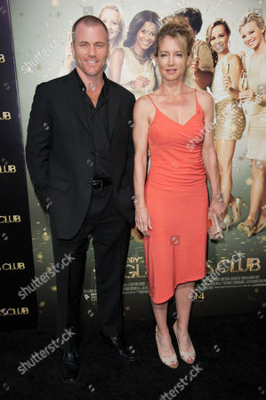 """Sean Carrigan, left, and Cynthia Watros arrive at the world premiere of """"The Single Moms Club"""", in Los Angeles"""