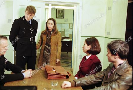 Stock Photo of Philip Franks (as Sergeant Craddock), Mark Jordon (as PC Phil Bellamy), Michelle Totton (as Karen Gibbs), Fiona Dolman (as Jackie Bradley) and Joel Parry (as Simon Cutler)