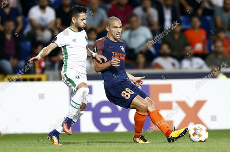Ludogorets's Wanderson (L) in action against Basaksehir's Gokhan Inler (R) during the UEFA Europa League soccer match between Basaksehir Istanbul and  Ludogorets Razgrad in Istanbul, Turkey, 14 September 2017.