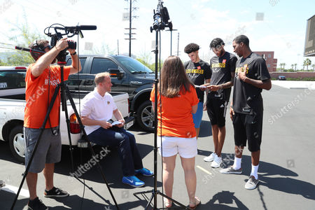 Editorial picture of LA Lakers conclude the Dine Out for No Kid hungry Bus Tour, Los Angeles, USA - 11 Sep 2017