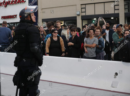 Counter-protestors stand behind a barricade as a policeman in riot gear stands guard, where conservative speaker Ben Shapiro is speaking in the Zellerbach Hall, at the UC Berkeley in Berkeley, California, USA, 14 September 2017