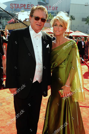 SEPTEMBER 23: (L-R) Tom Berenger and Laura Moretti arrive at the Academy of Television Arts & Sciences 64th Primetime Emmy Awards at Nokia Theatre L.A. Live on in Los Angeles, California