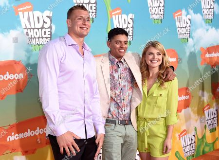 NFL player Rob Gronkowski, from left, Brandon Broady and Stevie Nelson arrive at the Kids' Choice Awards at The Forum, in Inglewood, Calif