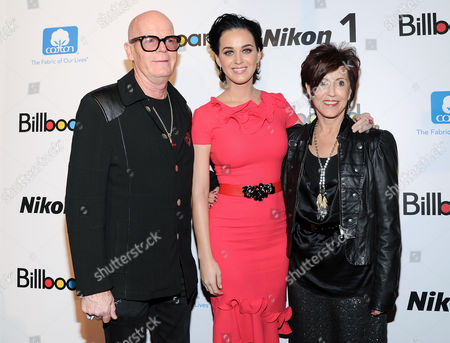 """Woman of the Year"""" honoree Katy Perry, left, and """"Rising Star"""" honoree Carly Rae Jepsen pose with Billboard editorial director Bill Werde at Billboard's """"Women in Music 2012"""" luncheon at Capitale on in New York"""