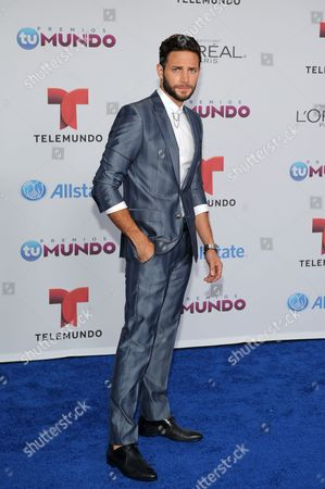 Gabriel Coronel arrives for the Premios Tu Mundo Awards at the American Airlines Arena on in Miami, Florida
