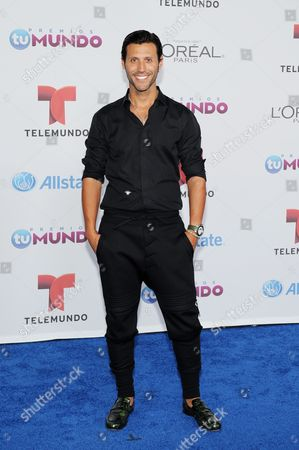 Quique Usales arrives for the Premios Tu Mundo Awards at the American Airlines Arena on in Miami, Florida