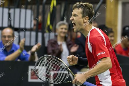 Marco Chiudinelli of Switzerland reacts during the second match of the Davis Cup world group playoffs between Switzerland and Belarus at the Swiss Tennis Arena in Biel, Switzerland, 15 September 2017.