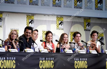 "Kim Dickens, from left, Cliff Curtis, Frank Dillane, Mercedes Mason, Alycia Debnam Carey, Lorenzo James Henrie and Danay Garcia attend the ""Fear the Walking Dead"" panel on day 2 of Comic-Con International, in San Diego"